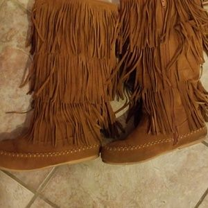 Ladies fringe moccasin boots